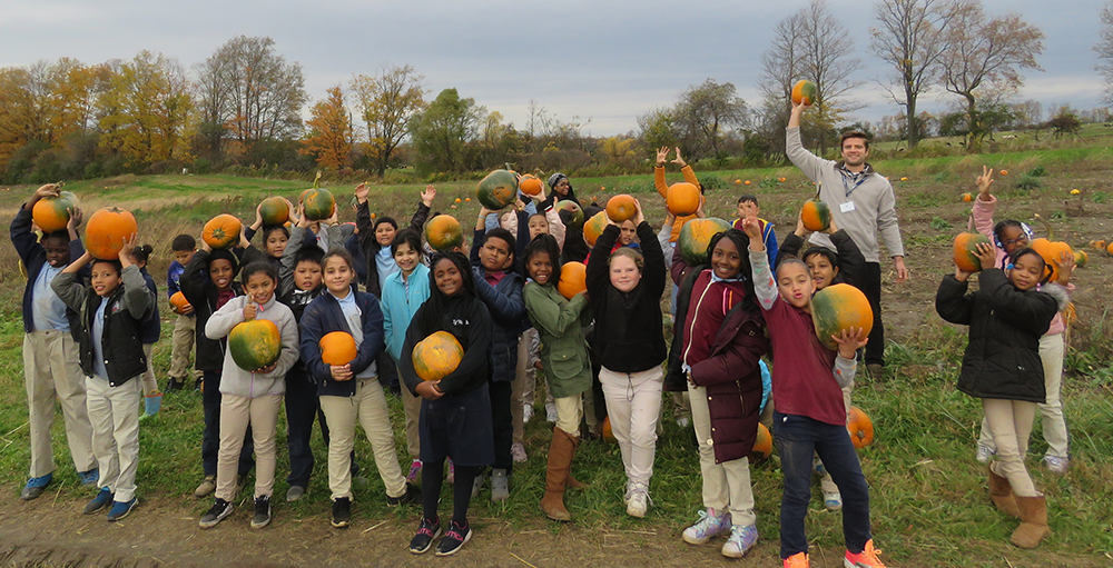 Second and third grade Atoms visited The Pumpkin Hollow on a class field trip